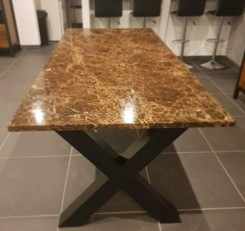 marmeren-eettafel-emperador-dark-leather